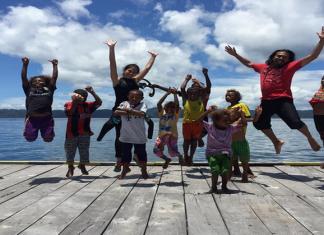 Ilustrasi - Anak-anak usia sekolah di Raja Ampat, Papua. (kredit foto: lifestyle.okezone)