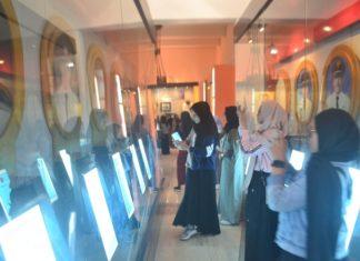 Para pelajar yang mengunjungi Museum Kota Makassar. (foto: ist/palontaraq)