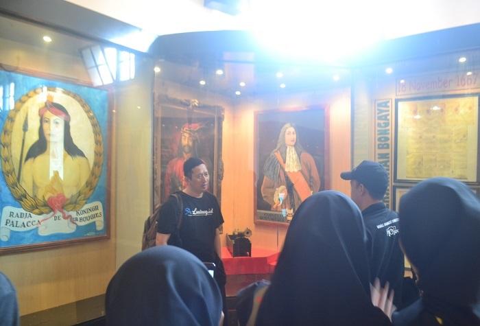 Suasana belajar sejarah di Museum Kota Makassar. (foto: ist/palontaraq)