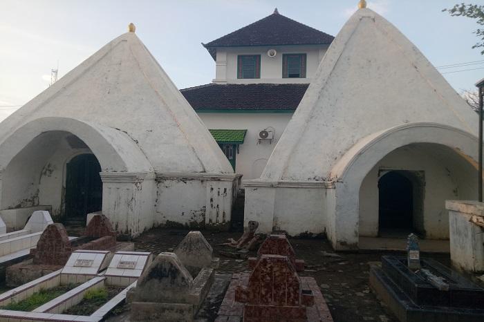 Masjid dan Kompleks Makam Raja-raja Gowa di Katangka. (foto: mfaridwm/palontaraq)