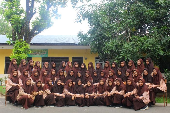 Siswa SMP/MTs Ponpes Modern Putri IMMIM Pangkep